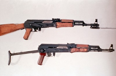 800Px-Ak-47 And Type 56 Dd-St-85-01269
