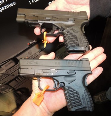 The XDs 4.0 in background, compared to the original XDs 3.3.