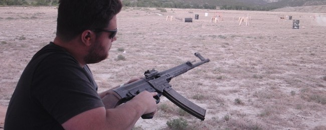 The author clears a double-feed on a malfunctioning StG-44.
