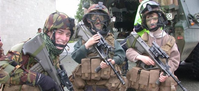 Steyr AUG is too large for the younger recruits (Photo from NZ Army Open Day, 2001)