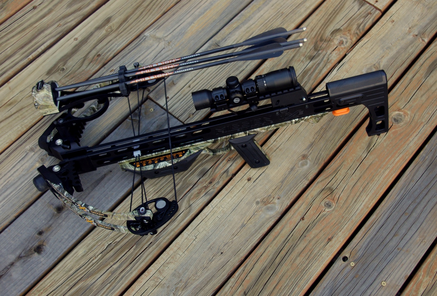 MX-3 Quiver attached to the MXB Dagger. I personally did not like this setup. I would prefer to keep the arrows in a quiver attached to a lightweight pack.