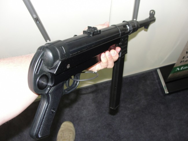 Holding the GSG 9mm MP-40 was very nice.
