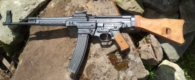EL BE Tac semiauto MP-44