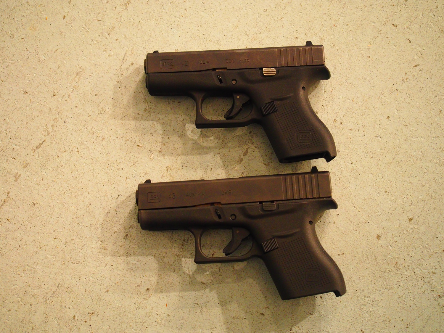 Comparison in size between the Glock 42 and 43.