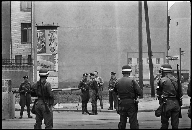 American and East German soldiers, Checkpoint Charlie at the time of the construction of the Berlin Wall, West Berlin, West Germany, August 1961
