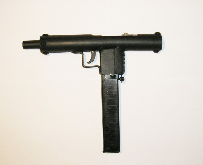 Simple and compact low cost diy submachine gun prototype the here are pictures of a neat little submachine gun prototype sent in it uses minimal components and can be constructed with very basic tooling in short solutioingenieria Gallery