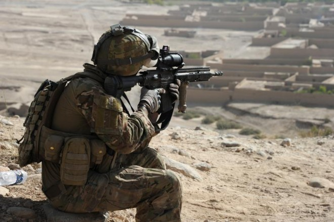 An Australian soldier with an issue HK417 rifle.