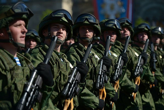 Victory_Day_parade_on_Red_Square_(2490-24)