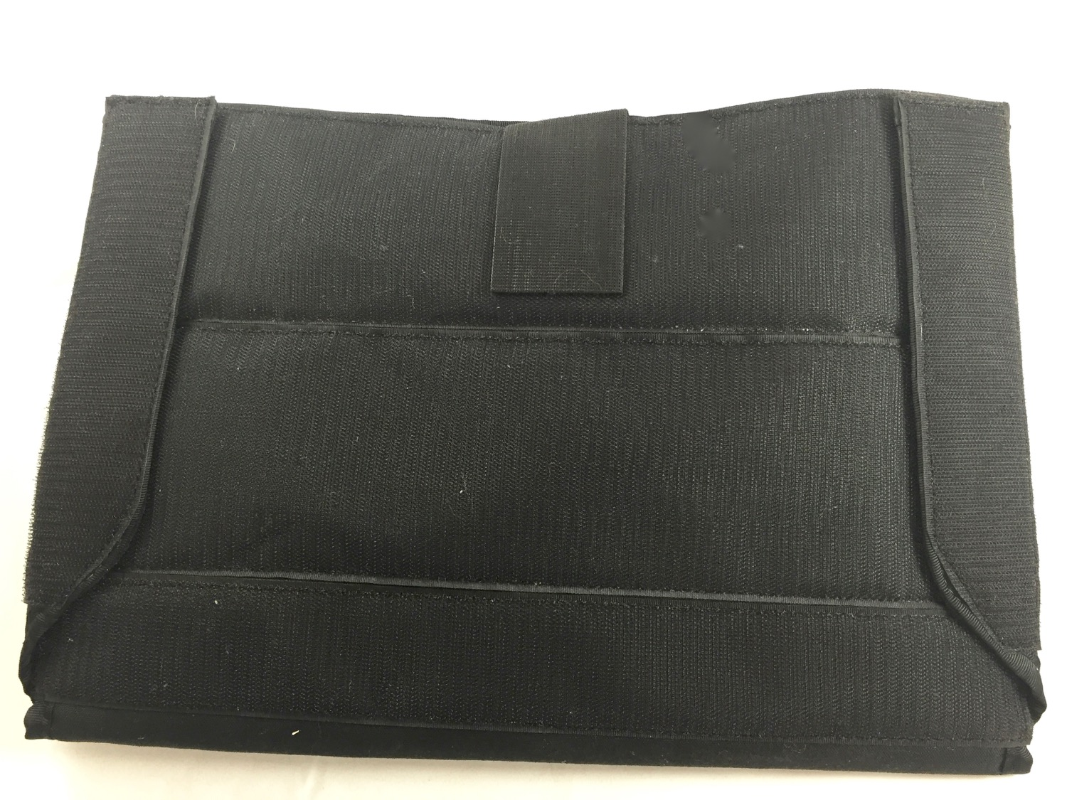 Simple padded sleeve to protect your laptop.