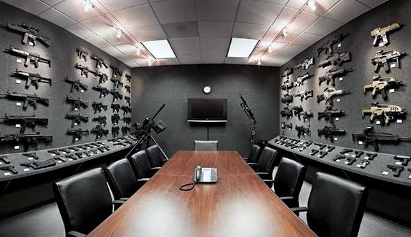 confrence-gun-room-design-with-office-table-and-chairs