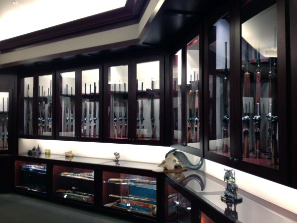 man-cave-room-with-guns