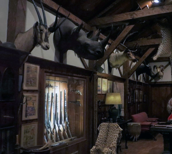 trophy-room-man-cave-for-guns