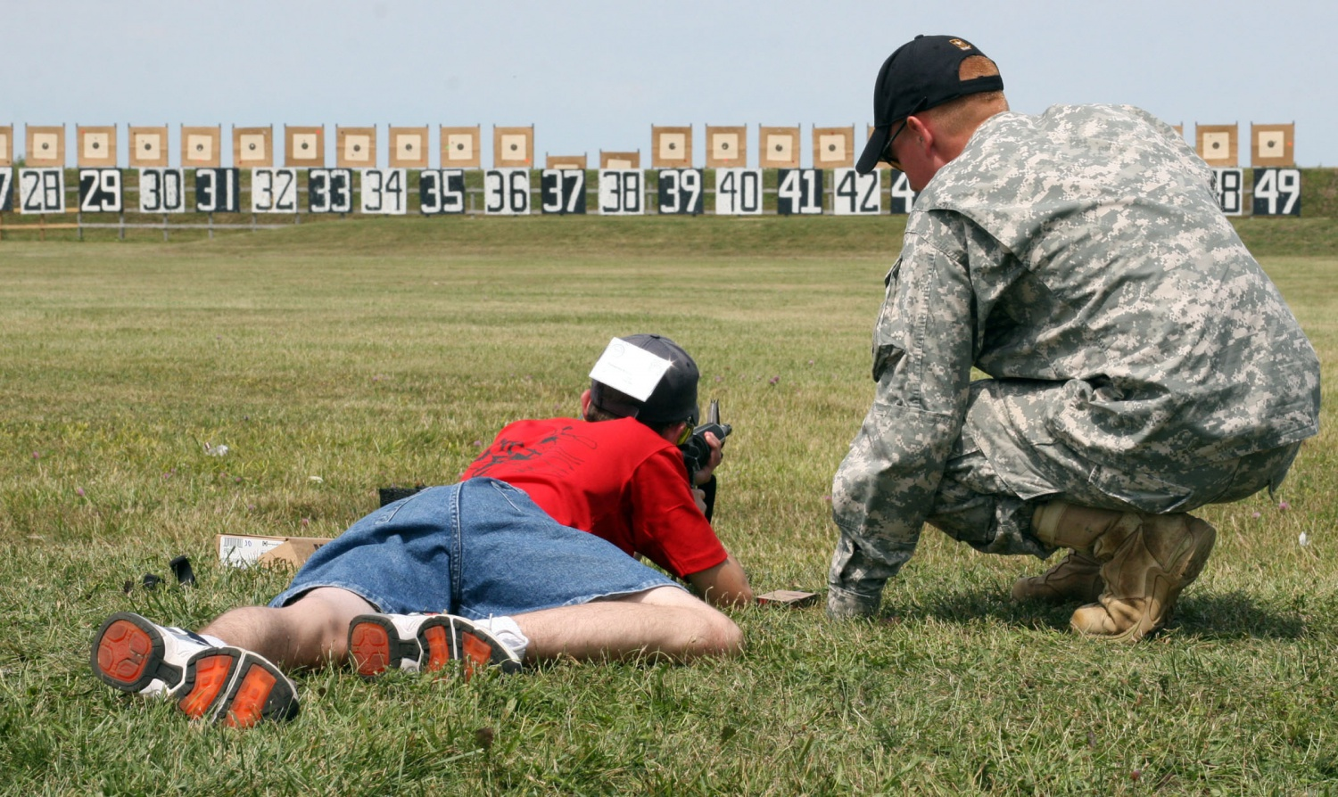 Flickr_-_The_U.S._Army_-_Shooting_with_the_M-16A2
