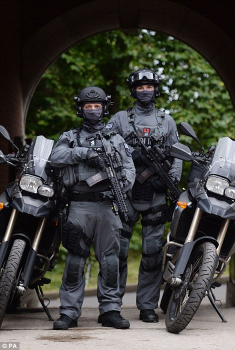 36D557E500000578-3721270-The_police_officers_have_access_to_motorbikes_and_other_vehicles-a-126_1470232446168