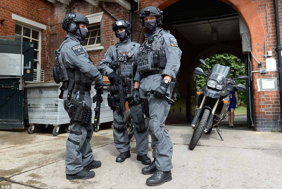 scotland yards cmen armed with sig mcx and a whole lot