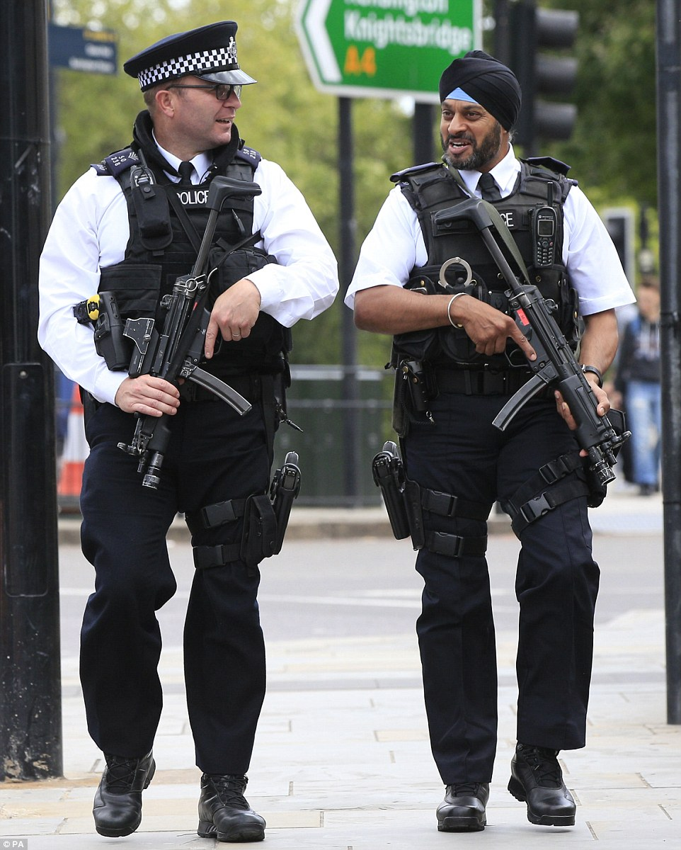 36D5CFF100000578-3721270-Scotland_Yard_stepped_up_its_number_of_armed_police_officers_on_-a-29_1470236766426