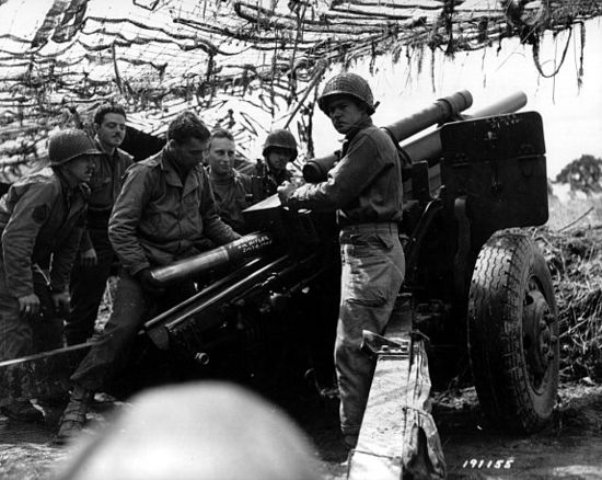 WWII gun crew with the M2A1 howitzer.