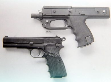 "With an overall length of 270mm, the second MPA is seen here alongside an M90, a flat-sided version of the Browning High-Power built in Argentina by FMAP ""Domingo Mateu""."