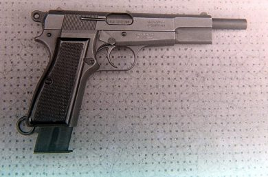 The 7.63x21mm Mannlicher SPA prototype fitted with a 25-round magazine, which protruded about 30mm from the bottom of the pistol grip.