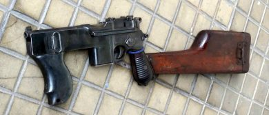 """""""Mod. 01"""" PASAM (Polícia Militar D.F. No. 470, Serial 80676) with metal foregrip under the frame extension, which received a transversal sling attachment."""