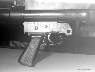 This close-up view shows the trigger area and the plastic pistol grip that came from a 9x19mm Uru submachine gun, also manufatured by Mekanika Indústria e Comércio Ltda (see logo).