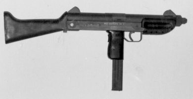The SM 9 with the wooden stock in place. Grip safety lever on the rear side of pistol grip is discernible.