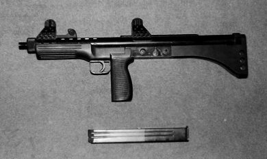 Left side view of the prototype with the 32-round magazine removed from the pistol grip.