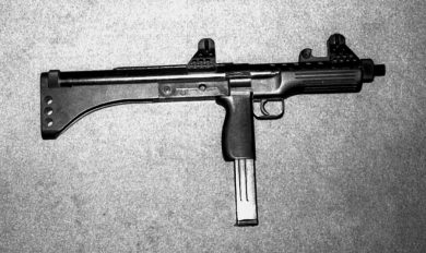 The gun barrel's axis extended directly to the top of the butt plate.