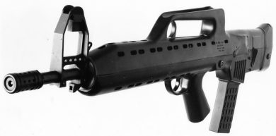 The F.A. MOD.3 definitely had (in the author's opinion, at least) elegant lines, notwithstanding its massive elevated front sight structure. Weapon is seen here with a 30-round polymer magazine, STANAG-compatible, proposed for production weapons.