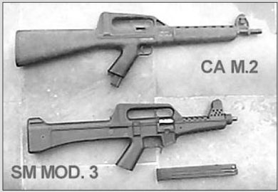 Some family traces are evident in this side-by-side view of Nelmo Suzano's CA MOD.02 selective-fire carbine and the SM MOD.3 submachine gun.