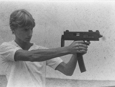 Author's son Alexander showing how to fire the MSM pistol-like, while visiting the Haga factory in Nova Friburgo back in February, 1986.