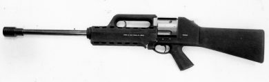 The 510mm-barrel Pentagun is seen here fitted with a muzzle brake. The all-polymer pistol grip and handguard/carry handle unit look like those of the earlier LAPA 5.56x45mm bullpup rifle.