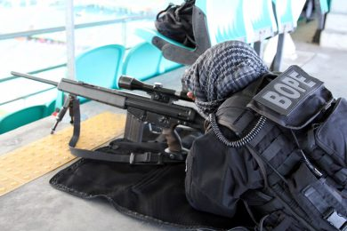 BOPE again!? Yup, but this time from the Bahia State Military Police, which also has a SpecOps Battalion. This sniper with an HK PSG/1 training in a soccer stadium in Salvador, the capital city, belongs to that unit.