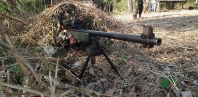 While the more modern PGM rifles are concentrated in the Rio de Janeiro-based SpecOps Battalion (Batalhão Tonelero), the still reliable M85 is found in other Marine units in Brazil. This example is in the hands of a sniper of Grupamento de Fuzileiros Navais (Marines Group), in Ladário, Mato Grosso do Sul State, mainly focused on riverine and swamp operations.