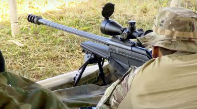A Blaser Tactical 2 in range training use by a member of the Federal Police COT – Comando de Operações Táticas (Tactical Operations Command). The rifle's barrel shows the longitudinal cooling fins machined on its surface, the substantial muzzle brake being also evident.