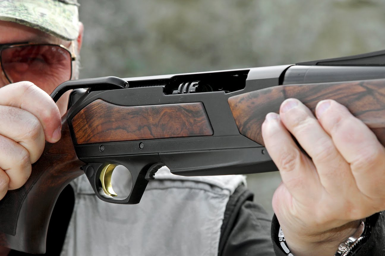 BAR Action in Straight Pull Elegance - The Browning Maral -