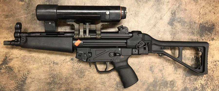 http://www.thefirearmblog.com/blog/wp-content/uploads/2017/03/old-school-hk-optic-made-by-hensoldt-that-projects-light-with-a-crosshair-in-the-beam-it-runs-on-5-c-batteries-and-weighs-as-much-as-the-mp5-itself-2.jpg