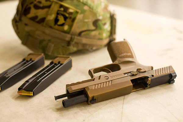 US Army Now Fielding SIG SAUER M17, M18 Pistols -The Firearm