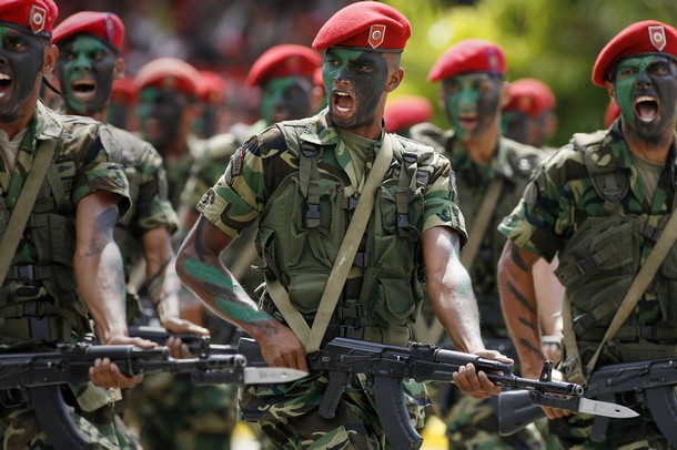 Venezuelan paratroopers with AK-103s