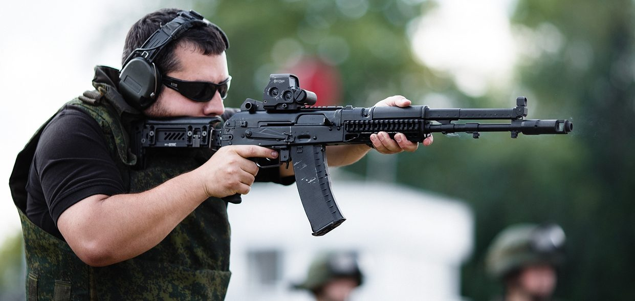 Author of the article, shooting the last version of AK 107 during a live-fire demonstration (August 2014). Note the Picatinny rail on the receiver cover.