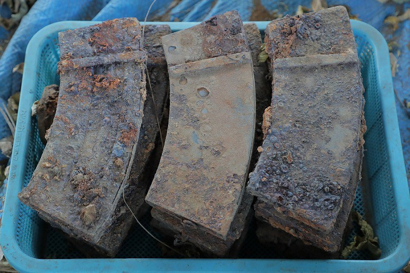 About 1,400 WW2 Guns Found Buried Near a Japanese Elementary School (3)