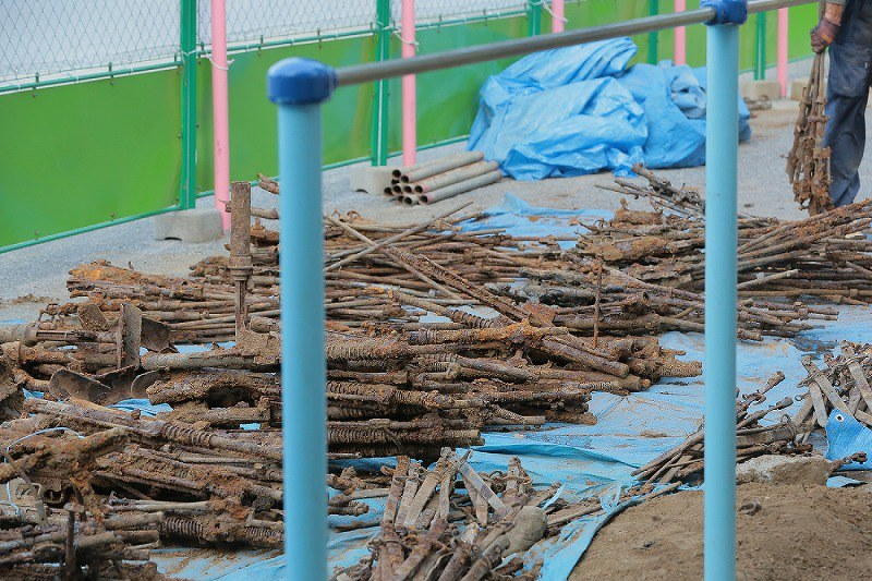 About 1,400 WW2 Guns Found Buried Near a Japanese Elementary School (8)