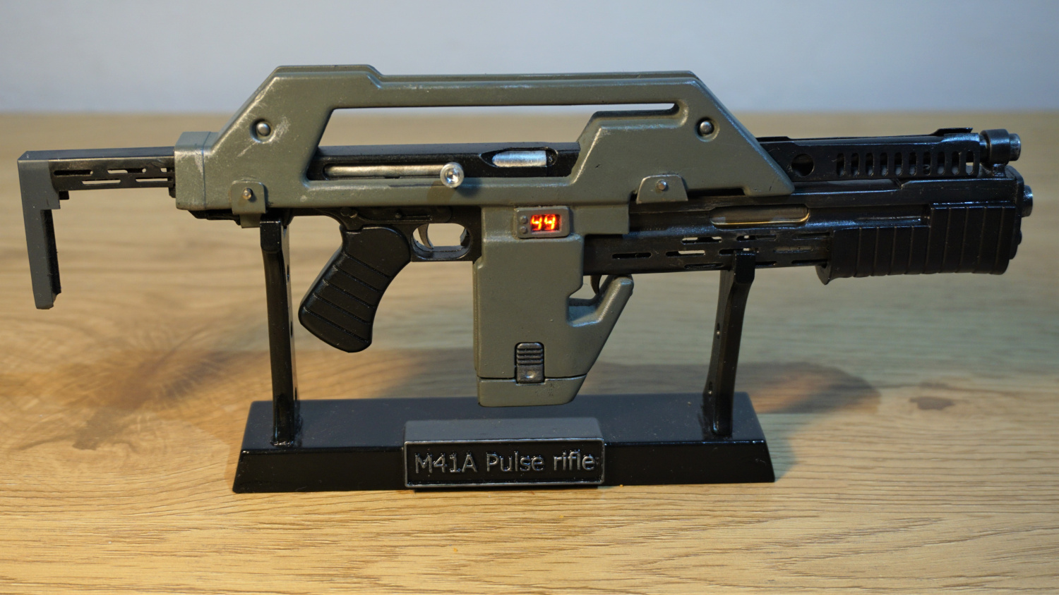 Functioning Quarter Scale M41A Pulse Rifle Replica from Aliens